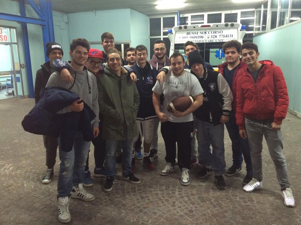 I giovani Crabs di rientro da Roma passano a salutare lo sfortunato Sarcina che ha necessitato di cure mediche ospedaliere
