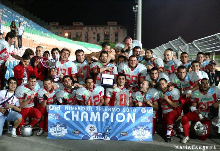 Foto ricordo a Palermo dopo il successo nel CIF9 2010