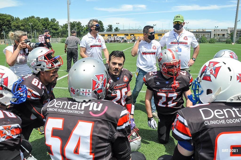 Al centro l'head coach Aldo Palmas con i suoi collaboratori (Foto Battista Battino)
